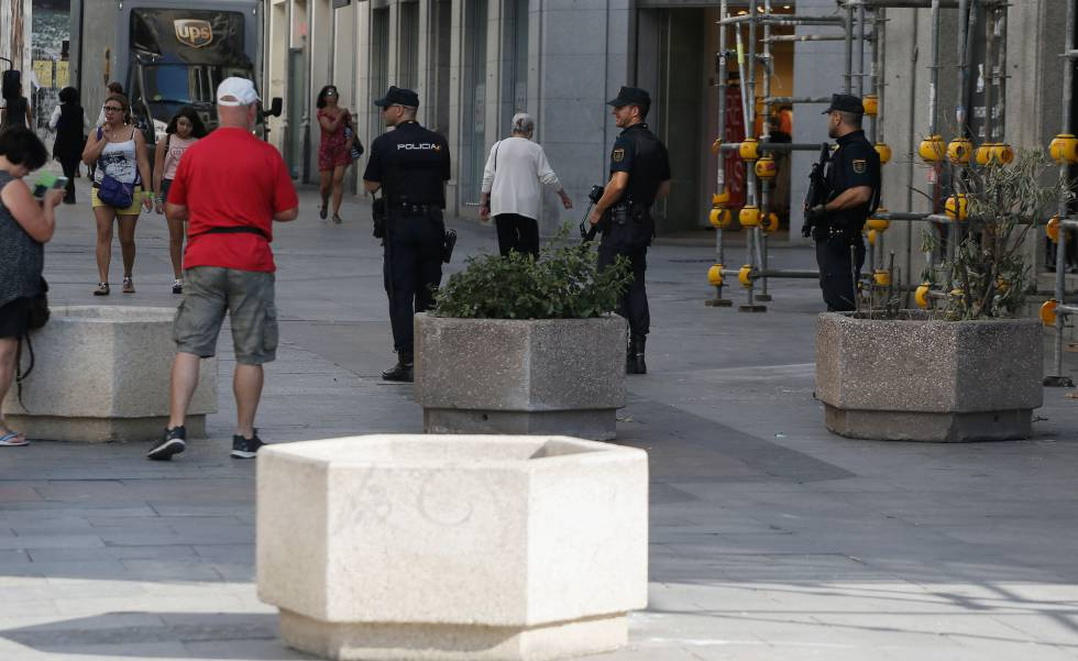 ATROPELLO MASIVO EN BARCELONA - Página 4 1503045235_569325_1503049028_noticia_normal