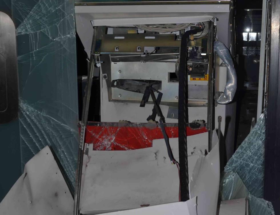 Estado en que quedó el cajero automático tras el intento de robo.