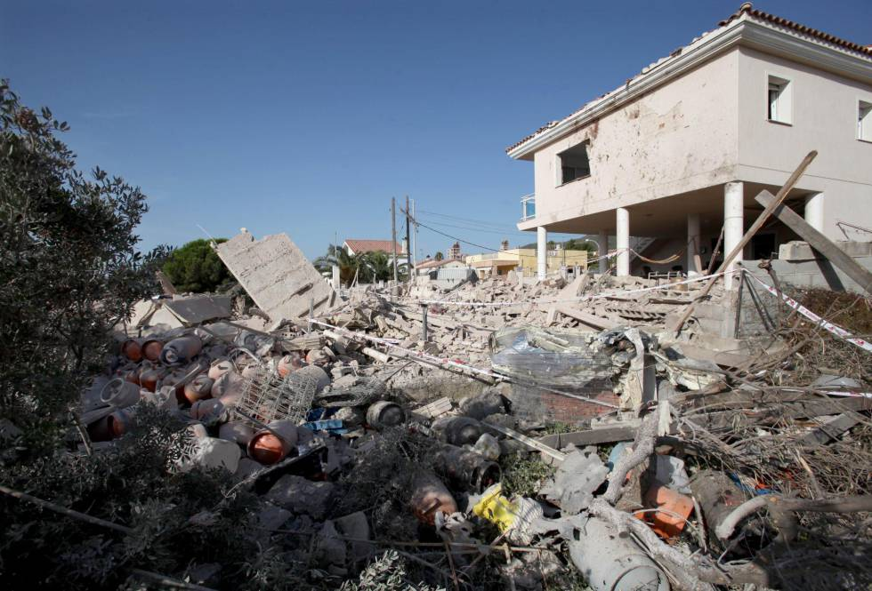 Restos del chalé de Alcanar tras la explosión.