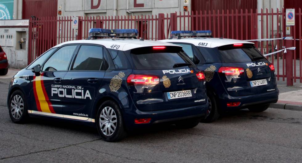 Dos coches de policía, en una imagen de archivo.