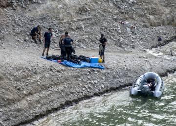 El kayak de los desaparecidos en Susqueda fue hallado semihundido con tres piedras