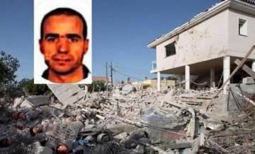 Estado en que quedó la casa de Alcanar tras la explosión. Retrato del imán Abdelbaki es Satty.