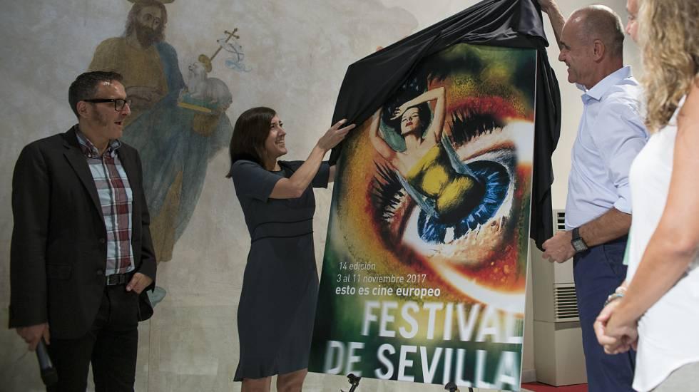 María Cañas y Antonio Muñoz descubren el cartel del Festival de Cine de Sevilla.