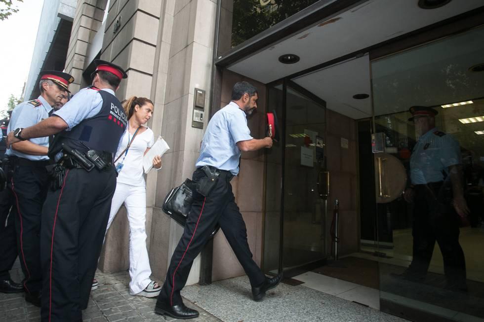El Mayor de los Mossos, Josep Lluís Trapero, entra en la Fiscalía.
