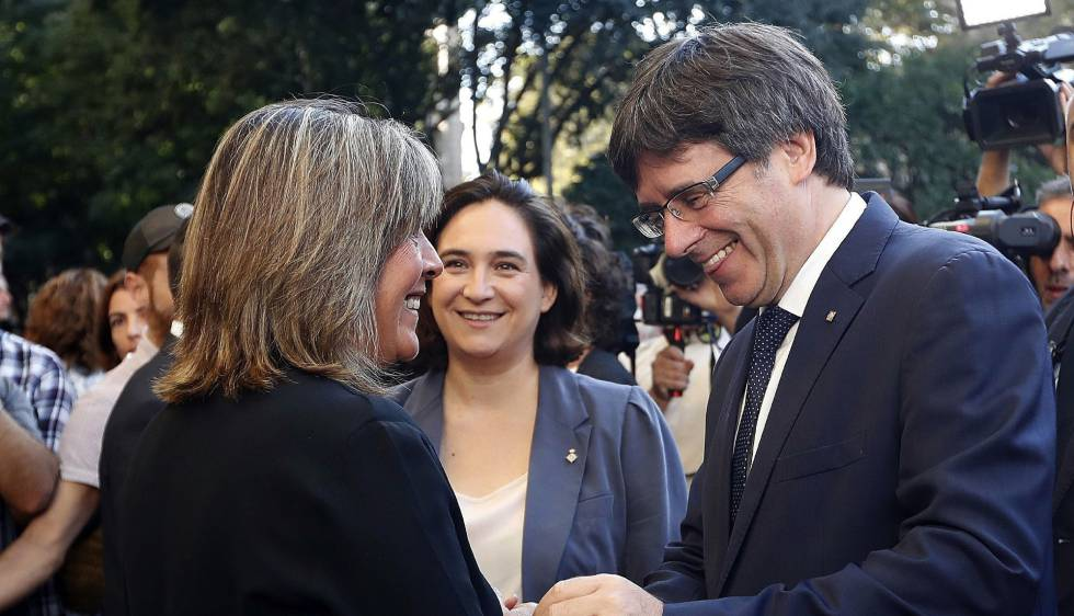 The mayors of L'Hospitalet and Barcelona with Catalan premier Carles Puigdemont.