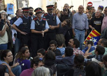 Civil Guard raids Catalan government offices, arrests 14 over illegal referendum