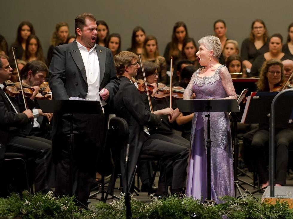 Albelo y Devia, en un momento de su actuación en A Coruña.