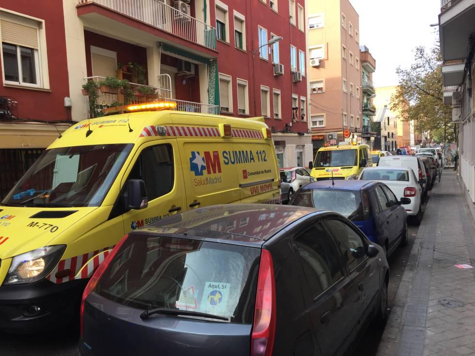 Ambulancias del Summa en el lugar donde se ha producido el crimen.