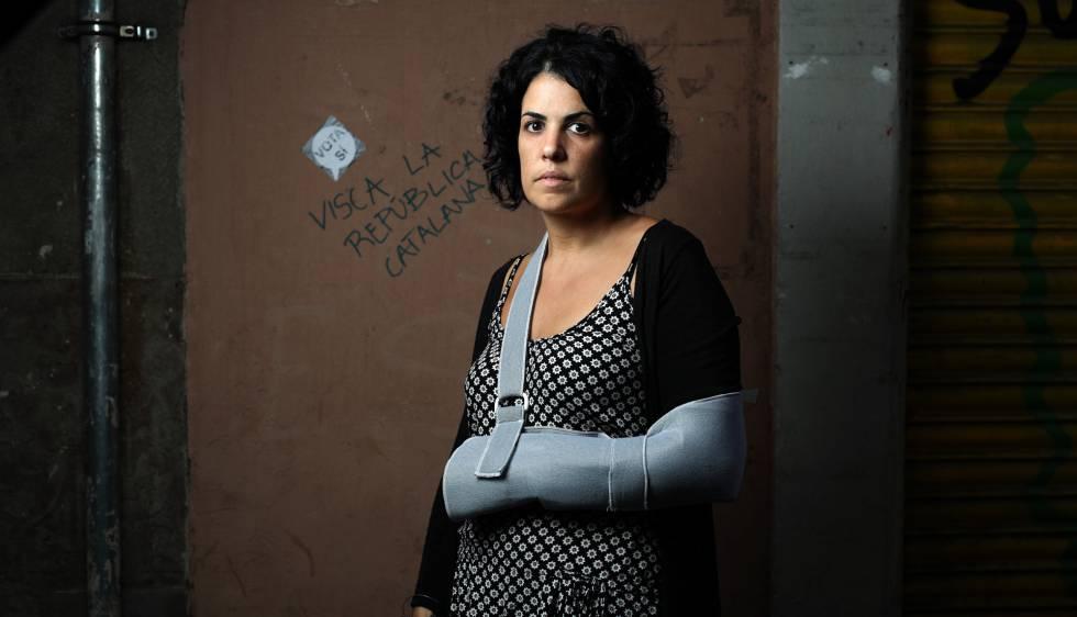 Marta Torrecillas, un día después del desalojo del colegio Pau Claris.