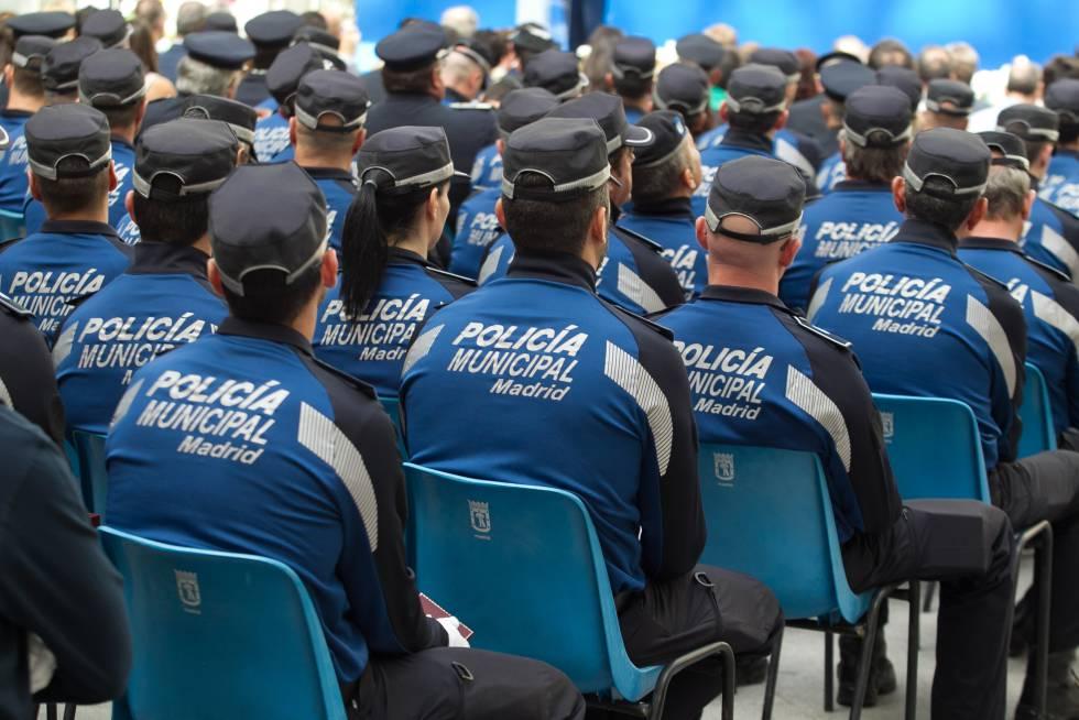 Mujer policia de puerto rico mamando - 3 10