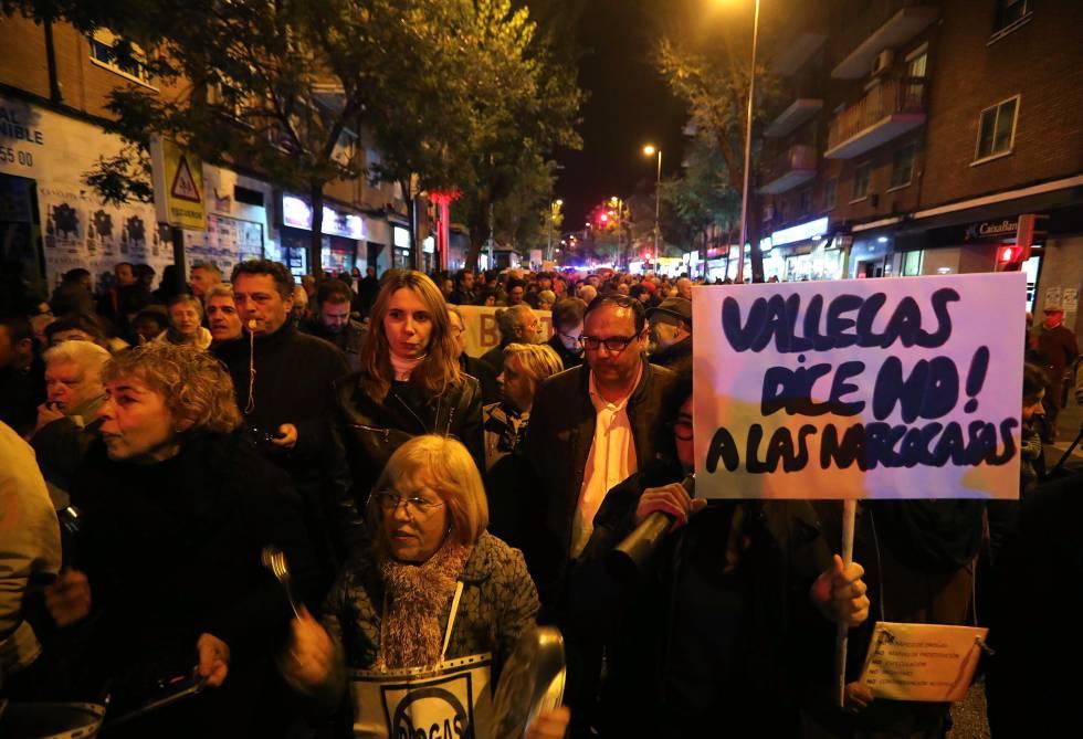 Manifestación ayer en el Puente de Vallecas contra la inseguridad.