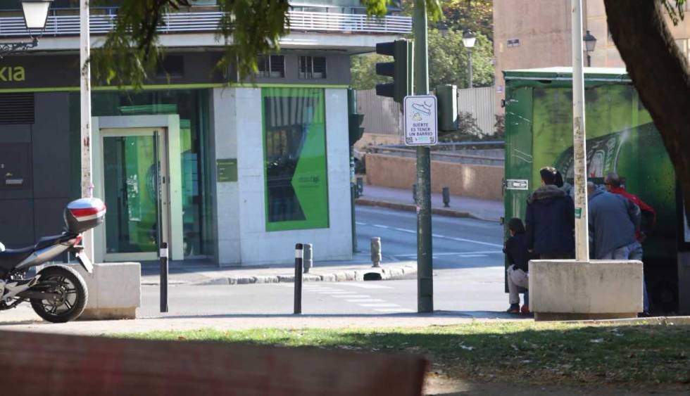 Atraco con rehenes en un Bankia de Usera