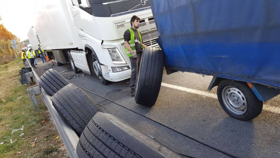 Resultado de imagen de camiones pinchados