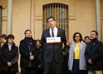 Catalan separatists keep independence plans, but stay vague on time frames