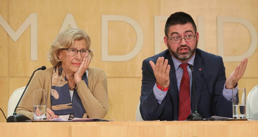 La alcaldesa de Madrid Manuela Carmena y el concejal de Economía Carlos Sánchez Mato en noviembre de 2017