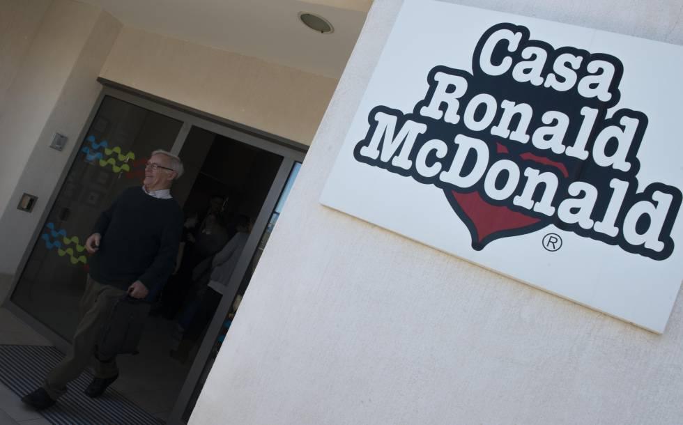 Joan rib el alcalde ecologista en la fundaci n ronald mcdonald comunidad valenciana el pa s - Casa ronald mcdonald valencia ...