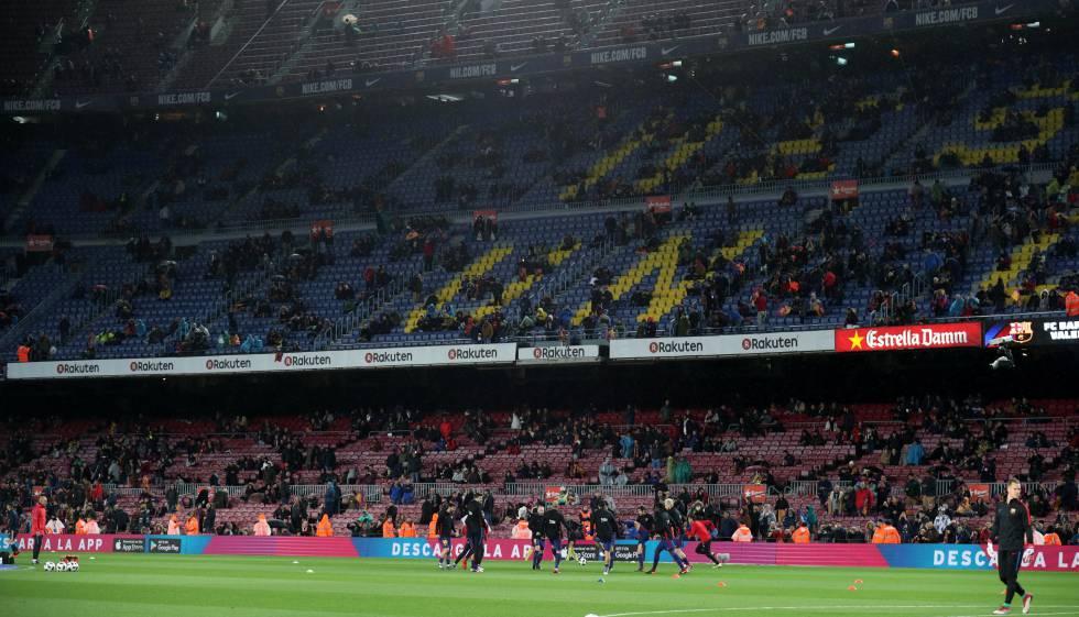 3fdd2e318c6 Gradas del Nou Camp vacías antes del partido contra el Valencia, el pasado  jueves.