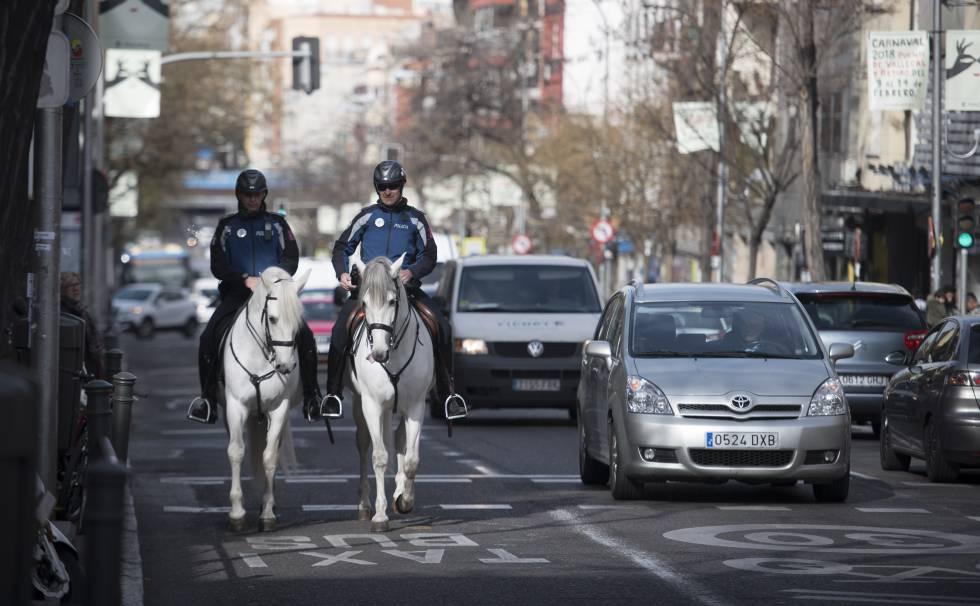Resultado de imagen para uruguay patrullaje de caballeria en las calles