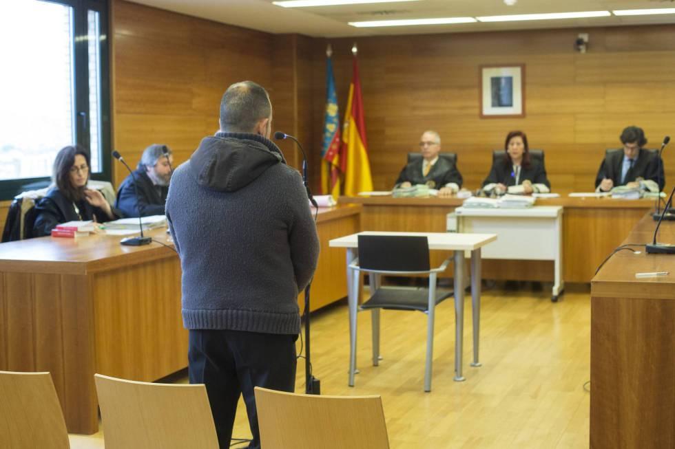 El asesino confeso de su mujer, durante el juicio en Castellón.
