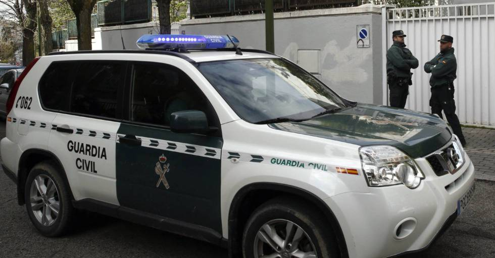Agentes de la Guardia Civil cen un operativo.