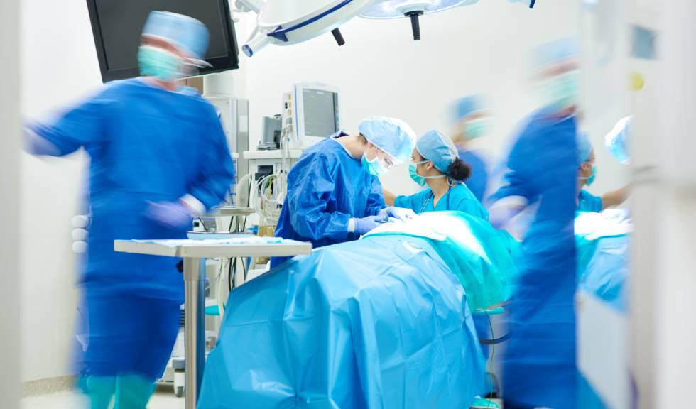 Condenada una ginecóloga por perforar el útero y el intestino a una mujer durante un legrado