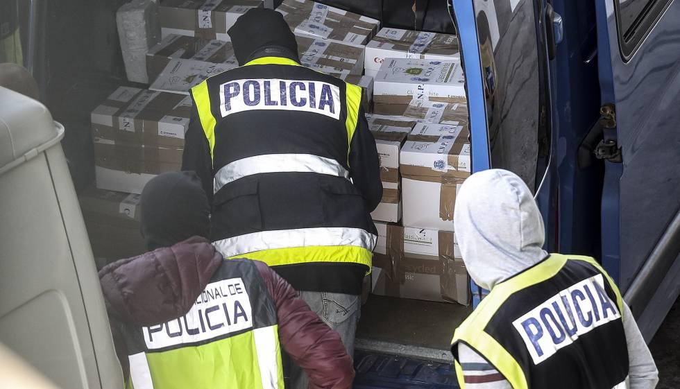 La Policía Nacional registra una furgoneta con documentos que los Mossos llevaban a incinerar el pasado octubre