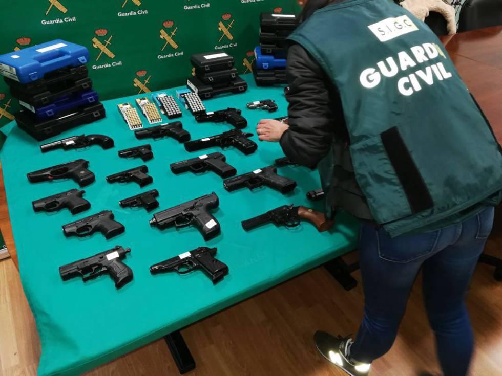 Armas incautadas en la operación.