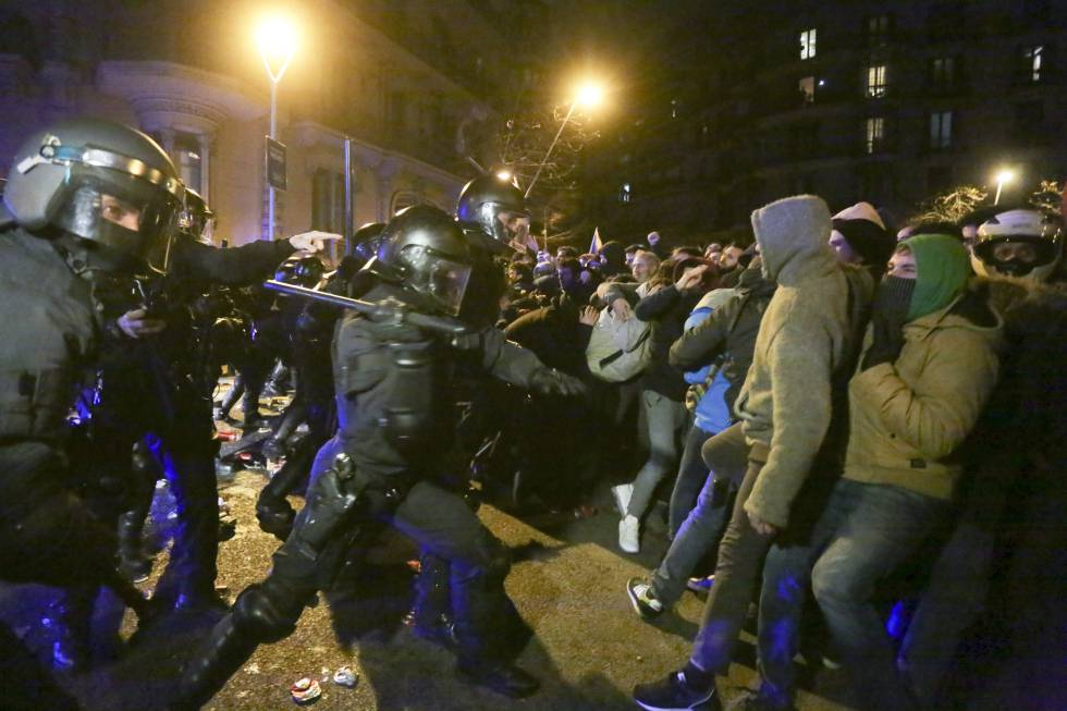 Clashes In Barcelona Against The Arrest Of Carles Puigdemont