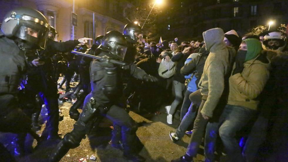 Altercados en el centro de Barcelona tras la protesta por la detención de Puigdemont