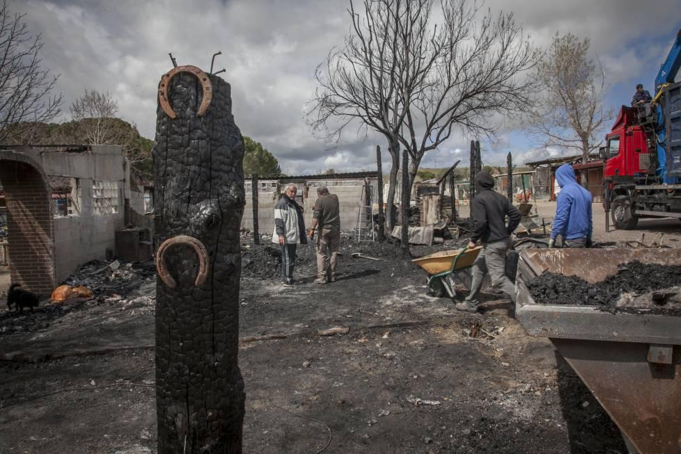 Un Incendio Destruye La Sede De La Ong Burrolandia En Tres
