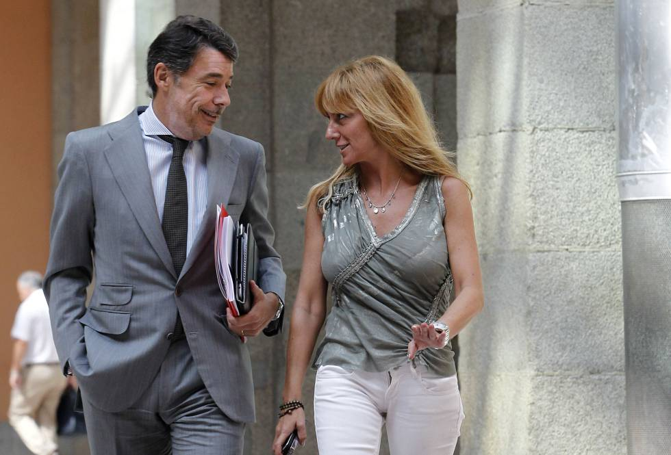 Isabel Gallego, en 2012 con Ignacio González.