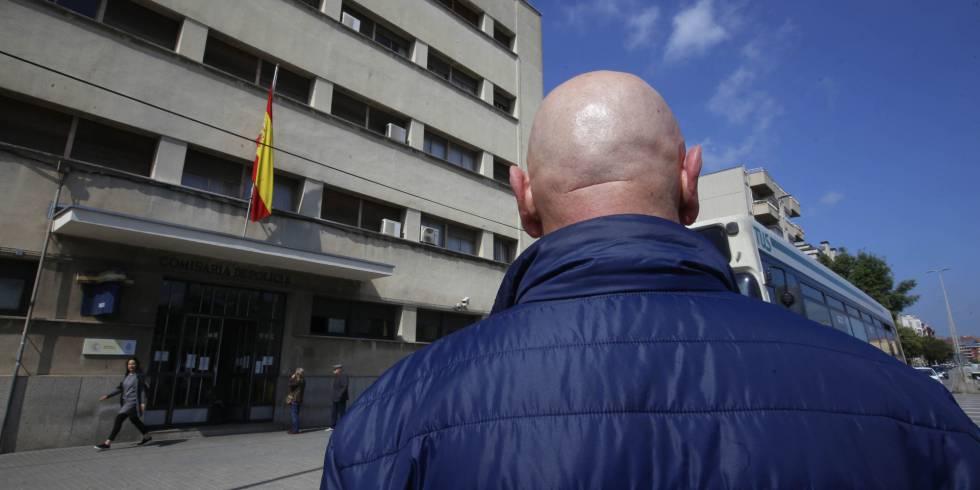 Un policía nacional que ha pedido cambio de destino para marcharse de Cataluña.