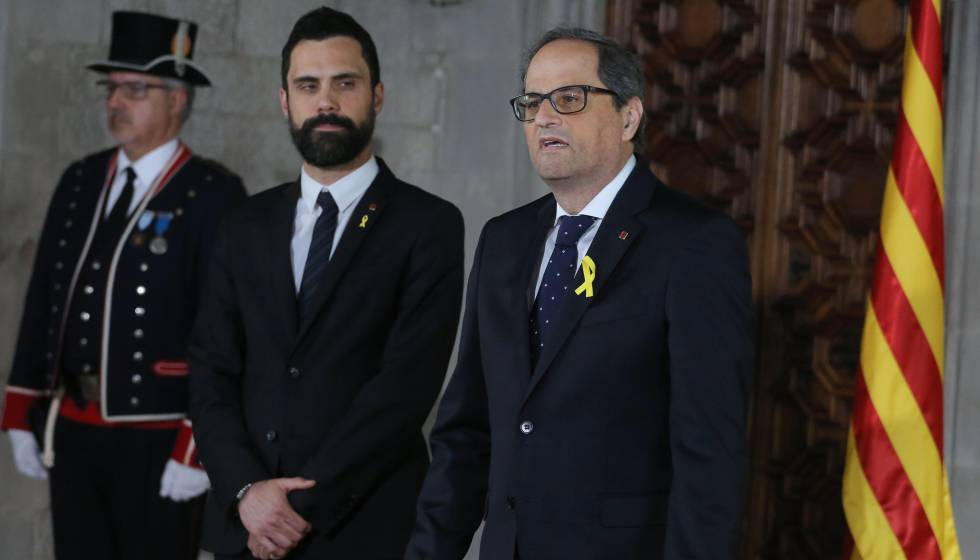 Quim Torra (l) is sworn in as new Catalan premier accompanied by speaker Roger Torrent.