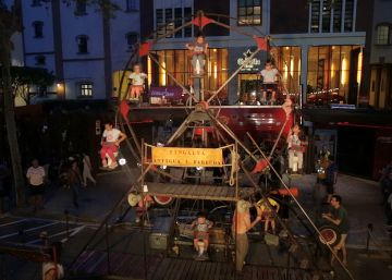 Un parque de atracciones surrealista en la Plaza Mayor