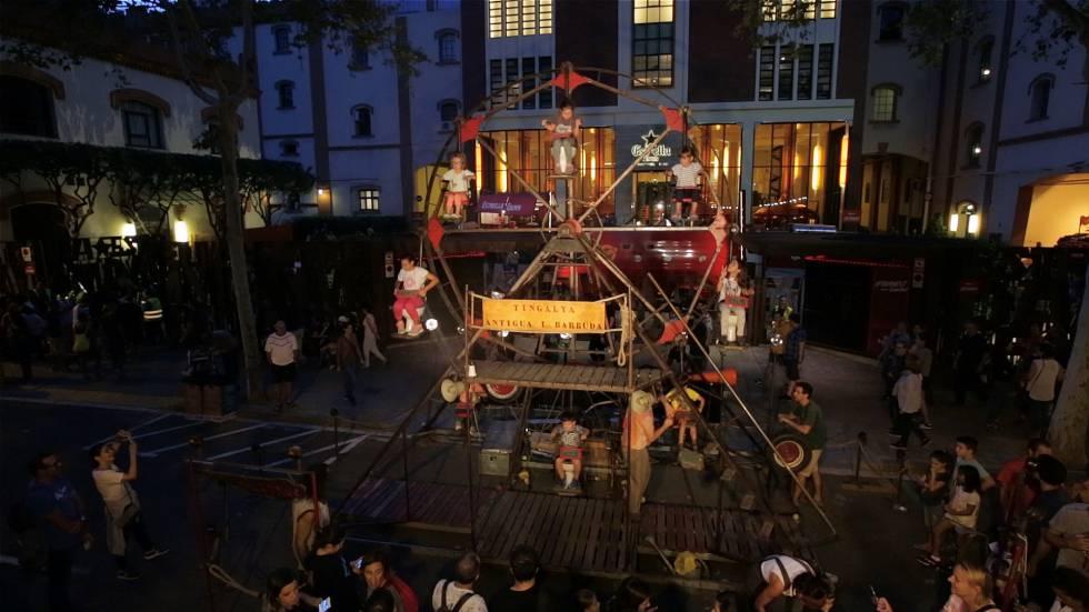 La noria Tingalya, que la compañía Antigua & Barbuda instala este fin de semana en la Plaza Mayor.