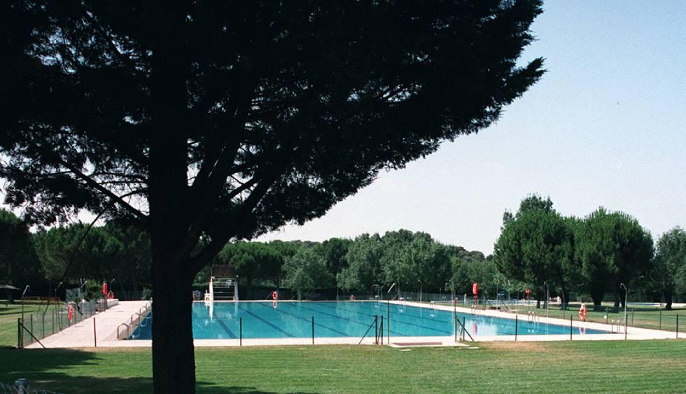 Muere ahogado un ni o en una piscina municipal de t rrega catalu a el pa s - Piscinas municipales en barcelona ...