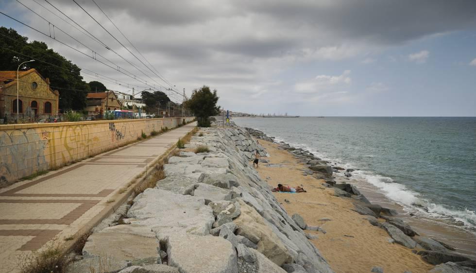 Playa de Montgar con solo unos metros de arena