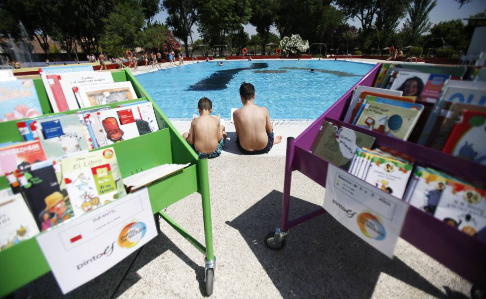 No hay verano en madrid sin piscina madrid el pa s for Piscina municipal vicente del bosque