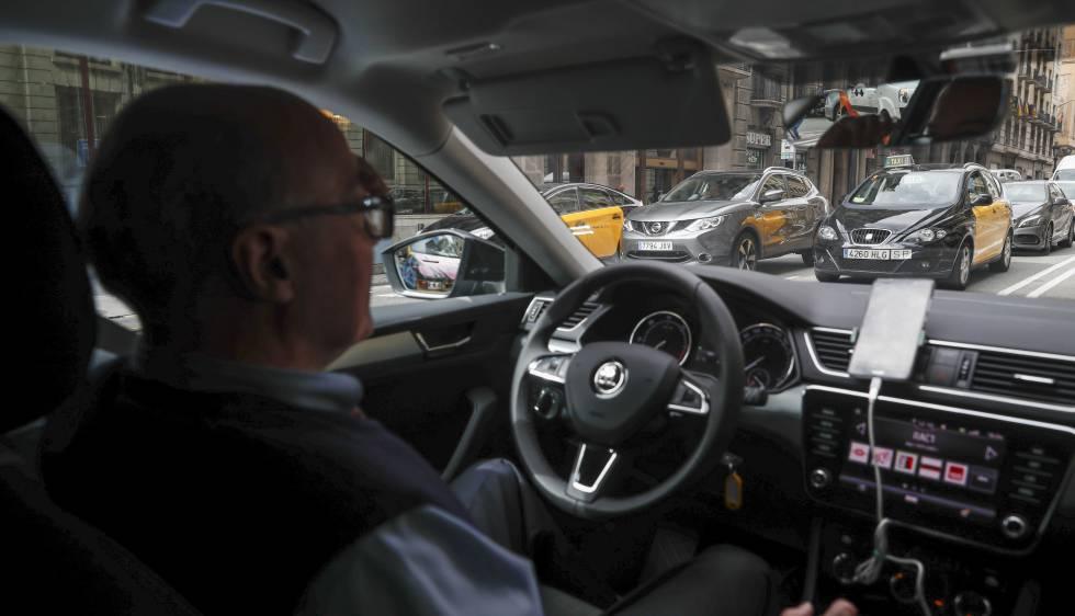 Un conductor de Uber, empresa que utiliza licencias VTC.