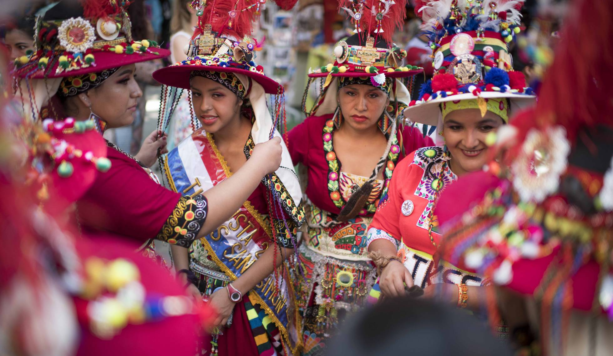 La cultura boliviana llena el paseo del Prado de Madrid (elpais.com)