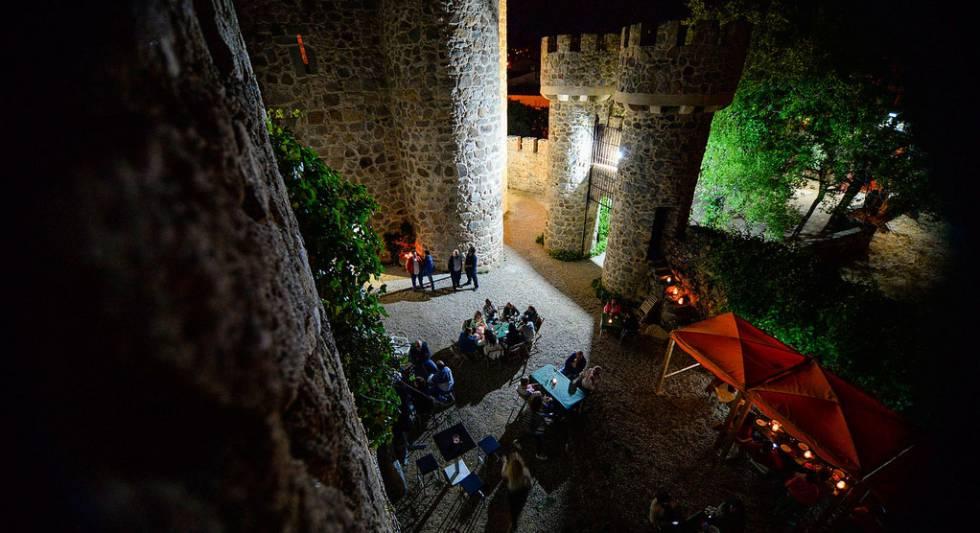 Vinoteca en el castillo de La Coracera de San Martín de Valdeiglesias.