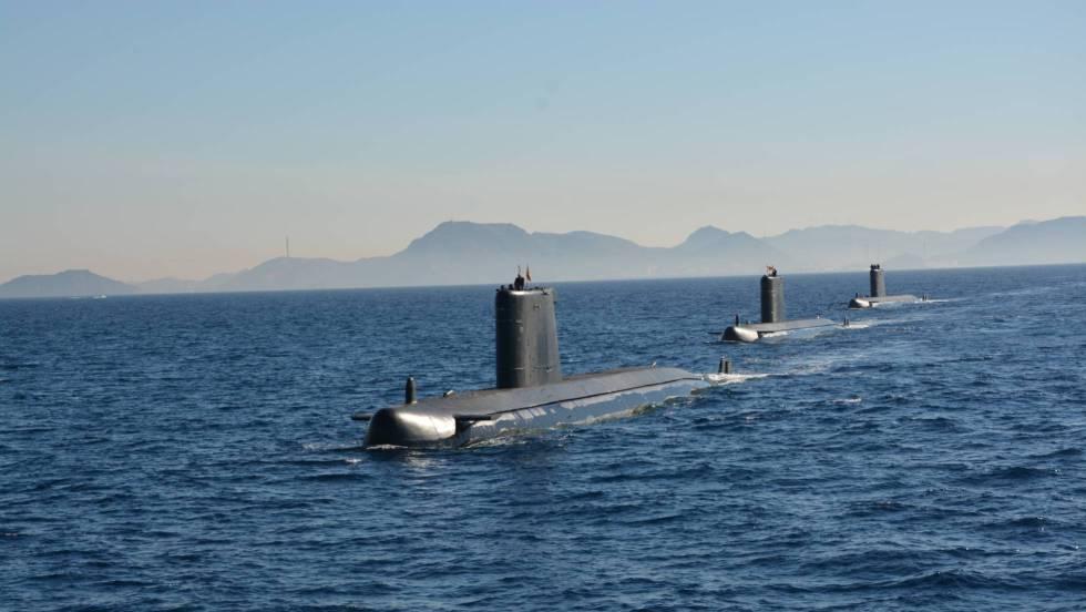 Tres submarinos de la Armada española (Galerna, Tramontana y Mistral).