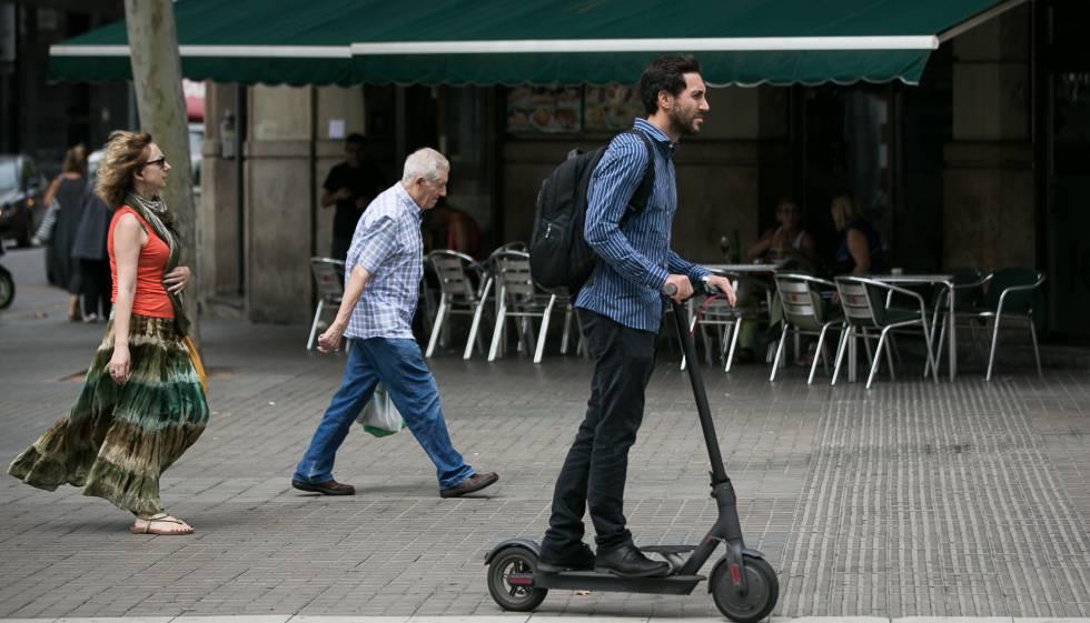 bfc0c2055938 Barcelona multará el mal uso de los patinetes eléctricos | Cataluña ...