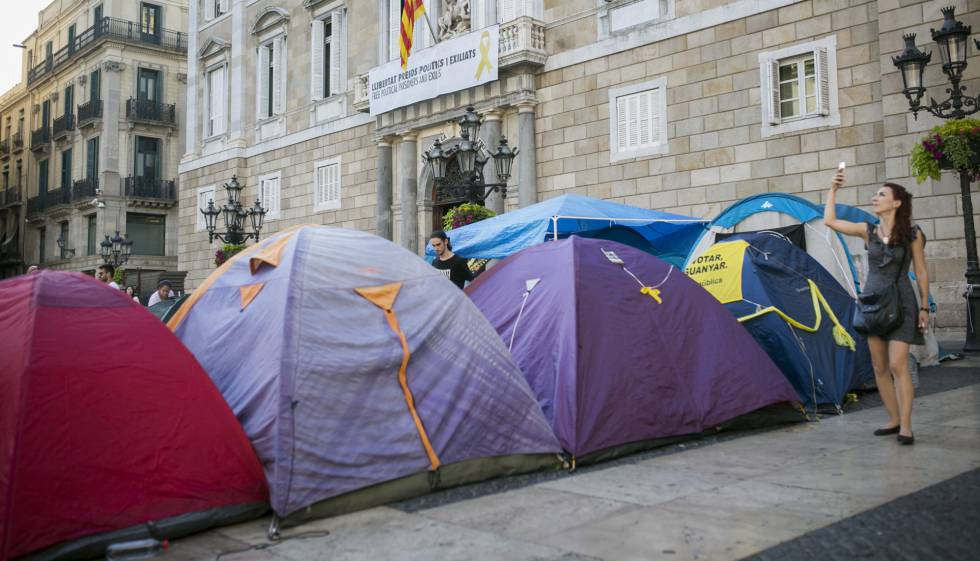 Acampada independentista en la Plaza Sant Jaume.