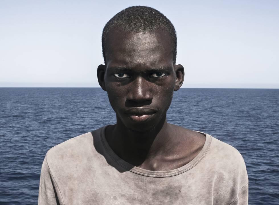 El migrante Amadou Sumaila en una foto de César Dézfuli.
