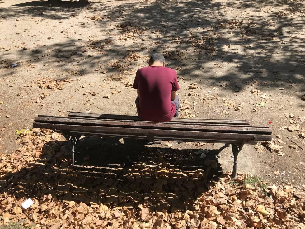 Ignacio, un sin techo, tuvo que presentar una declaración jurada de sus ingresos vendiendo chatarra