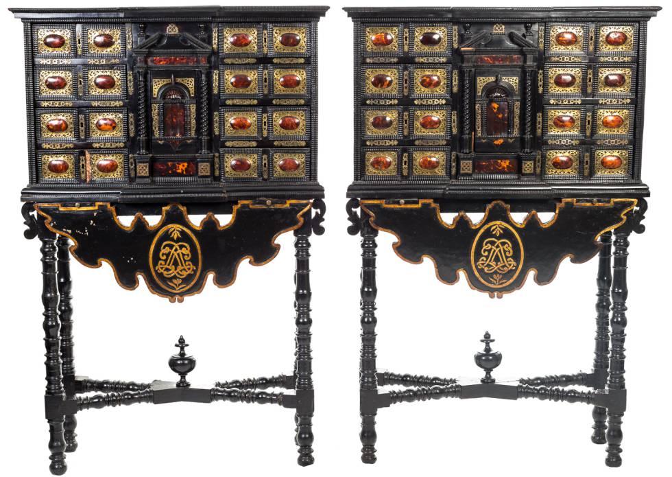 Pareja de bargueños que se venden en Sevilla pertenecientes al palacio Moxó.