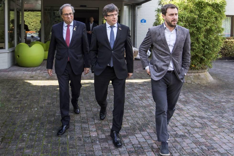El presidente de la Generalitat, Quim Torra, junto a Carles Puigdemont y Toni Comín en el hotel Côte Vert de Waterloo.
