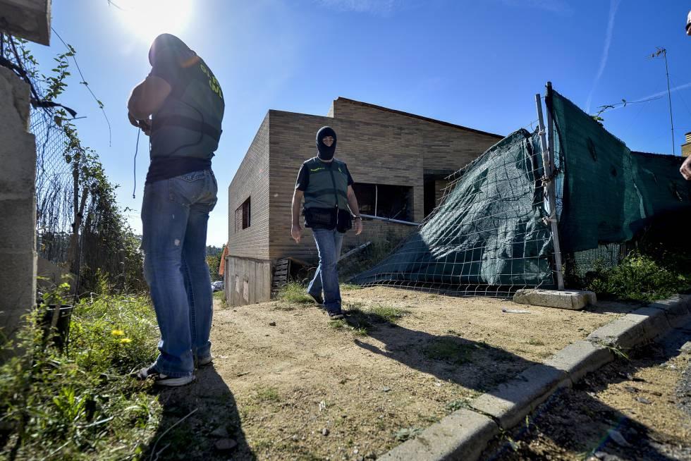 Dos detenidos tras desmantelar tres campos con plantas de marihuana en girona catalu a - El tiempo en macanet de la selva ...