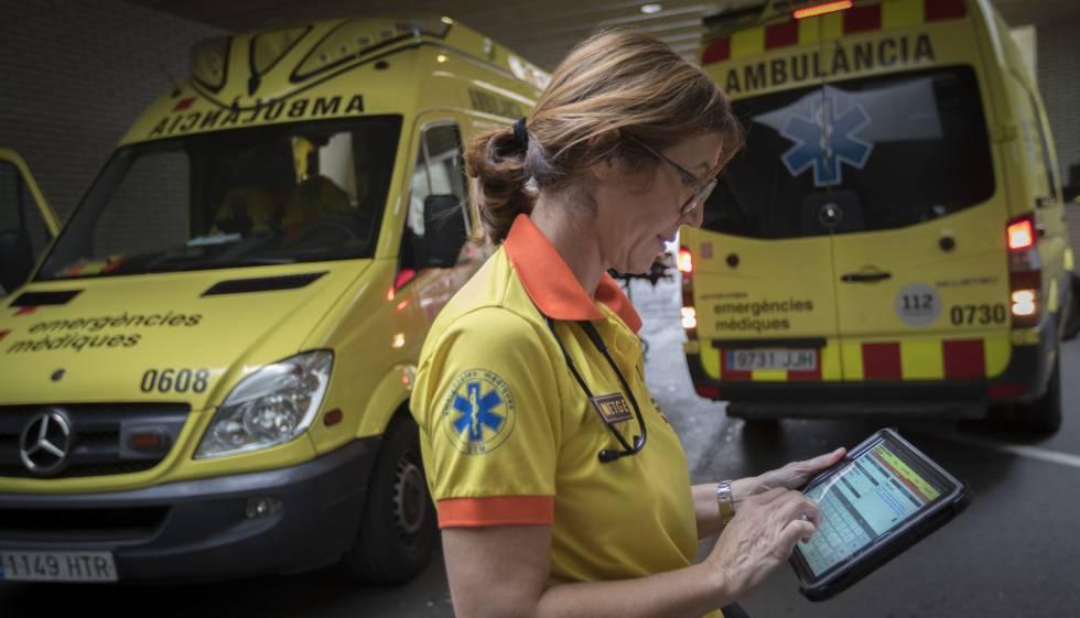 Médico de urgencias y ambulancias en una imagen de archivo.